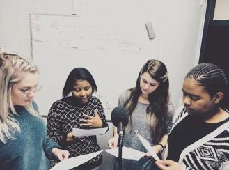 In die ateljee: Ons klas se eerste podcast, The Genderal Opinion, is in Oktober opgeneem in die PUKfm-ateljee. Van links na regs: Annelu le Roux, Bianca Thatyana, Rouxne van der Westhuizen en Ayanda Mthetwa. Foto: Hannelie Otto.